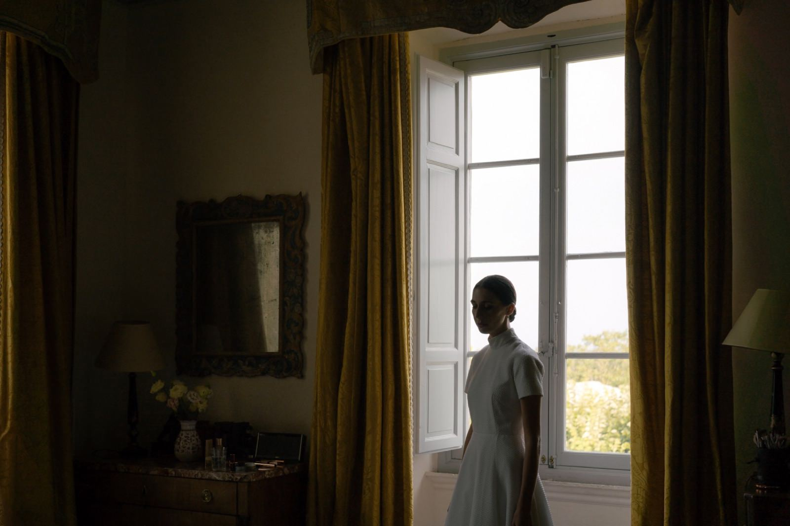 bride in a Tuscany villa